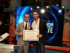 Il nostro addetto stampa Fernando Siani premiato dal direttore di SportItalia Michele Criscitiello