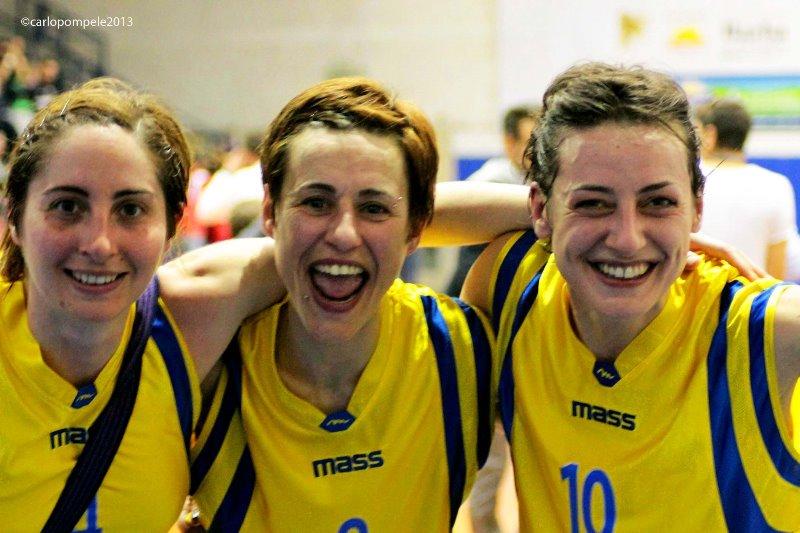 Giovanna Granieri con Di Battista e Riccardi, tre protagoniste di quella squadra che sconfisse Ariano