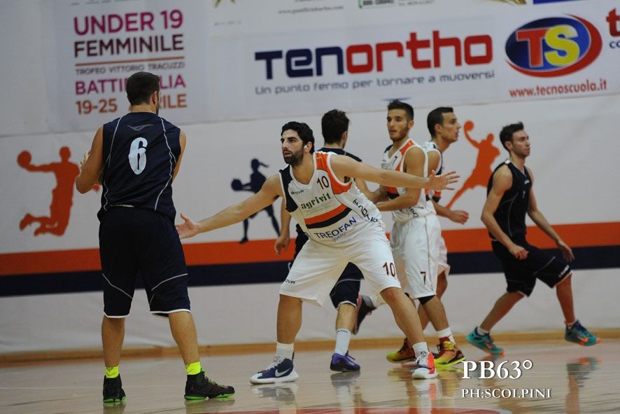 Stefano Pamentieri in azione al debutto in campionato