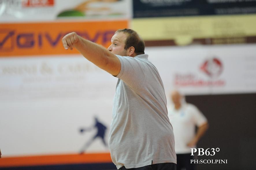 Raffaele Porfidia coach della Treofan Battipaglia