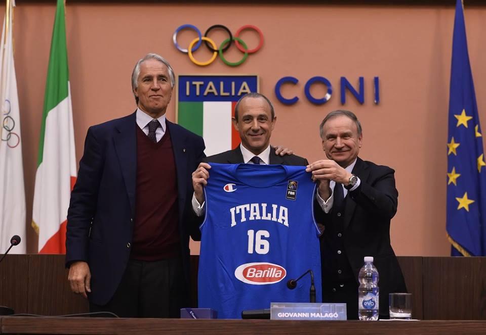 Ettore Messina con i presidenti Malagò e Petrucci